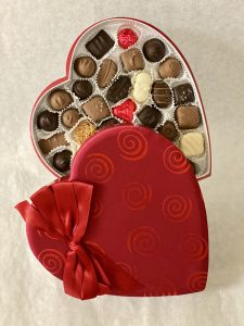 1 lb candy in swirls and bow valentine gift box
